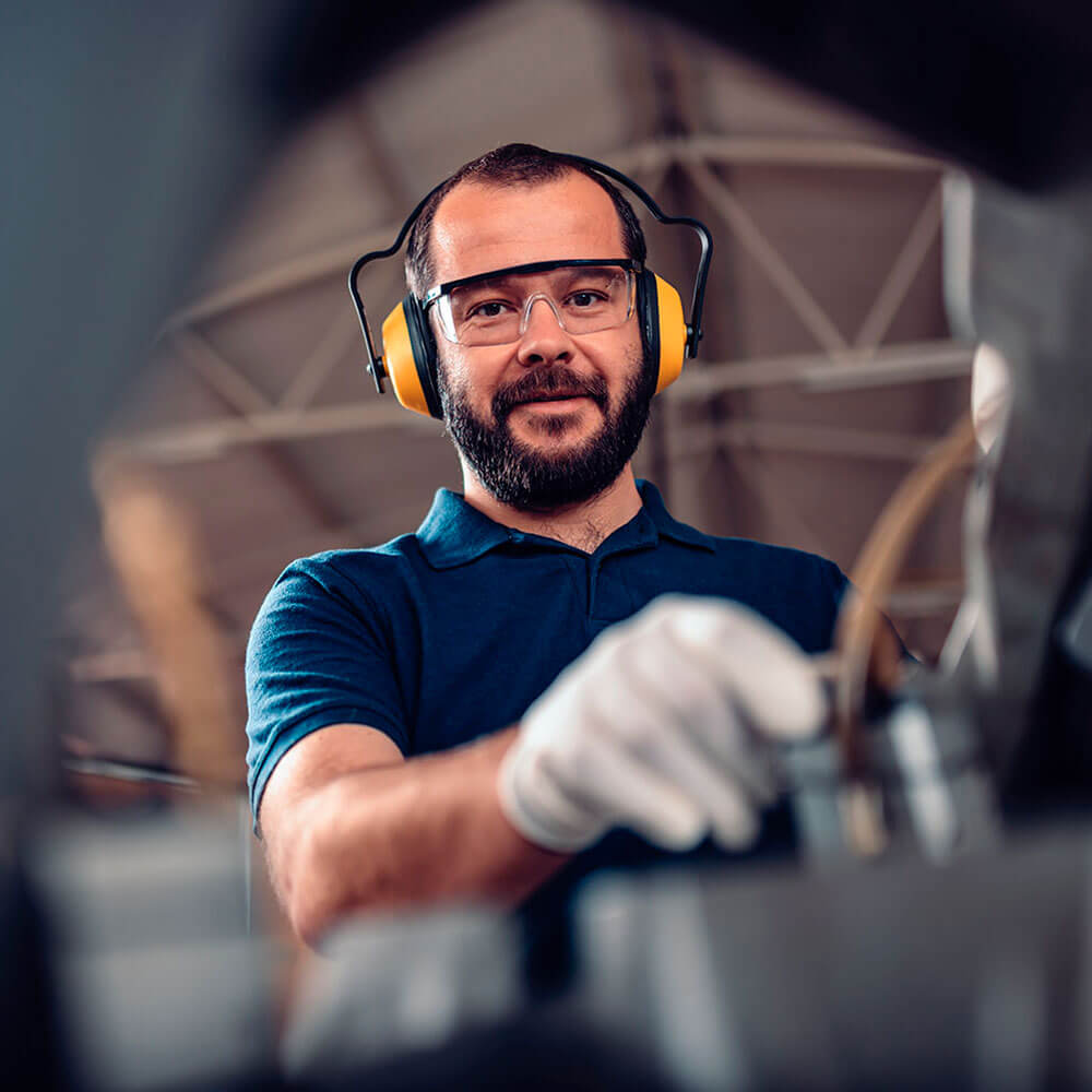 Man wearing PPE working in the industry